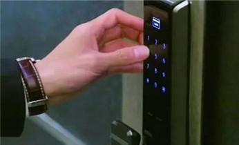 防盗门开锁 维修 换锁 安装电子指纹锁电话_附近正规专业开锁换锁芯维修锁师傅公司的电话