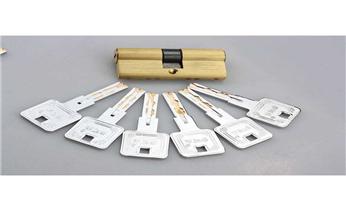 保险柜箱开锁换锁修锁-更改电子指纹密码公司电话_开锁修锁换锁公司电话-开修换抽屉锁 拉闸门 卷闸门锁遥控