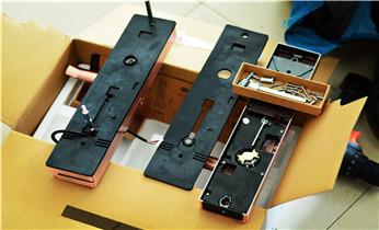 专业开锁维修锁换锁保险箱柜-防盗门指纹锁安装_紧急开锁维修锁换锁体芯-电子智能指纹锁安装公司电话