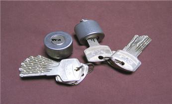 开锁公司电话-附近专业开锁修锁换锁汽车锁配钥匙_开锁公司电话专业开锁维修锁换锁体芯配汽车遥控芯片钥匙