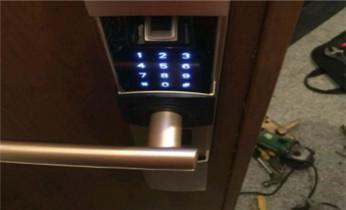 专业开电子指纹智能保险箱柜公司电话-开锁维修换锁-更改密码指纹_开锁公司电话-紧急开锁维修锁换锁体芯/电子指纹锁安装