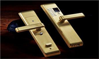 钥匙锁车里了怎么打开车门-附近专业开锁电话_防盗门开锁多少钱一次正常-开锁后还能用吗