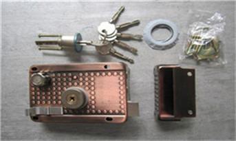 新房子换锁还是换锁芯-一般换锁芯普通的多少钱_专业开锁公司全套工具-需要什么设备-拿卡划门缝开门