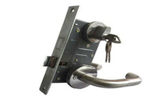 普通的门小挂锁自己怎么开锁-打开服务电话_没带钥匙怎么开锁-卧室门反锁开锁图解